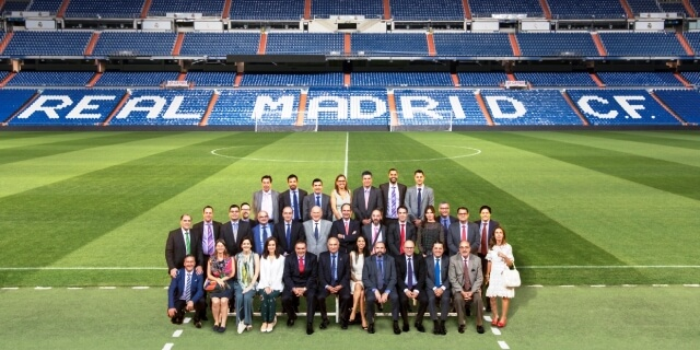 Asistentes noventa aniversario reaseguro murimar en el Santiago Bernabéu
