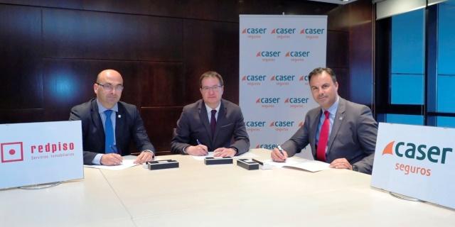 Firma del acuerdo entre RedPiso y Caser