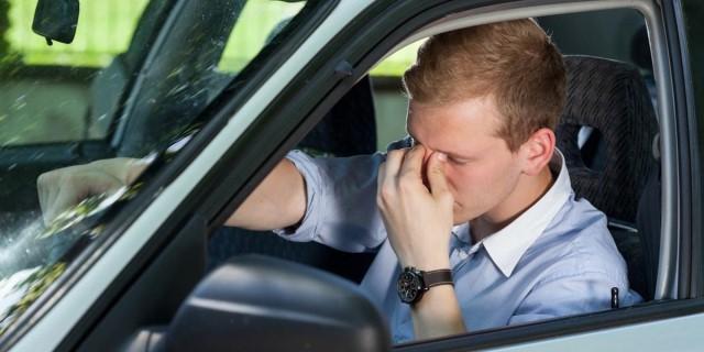 conductor somnoliento al volante