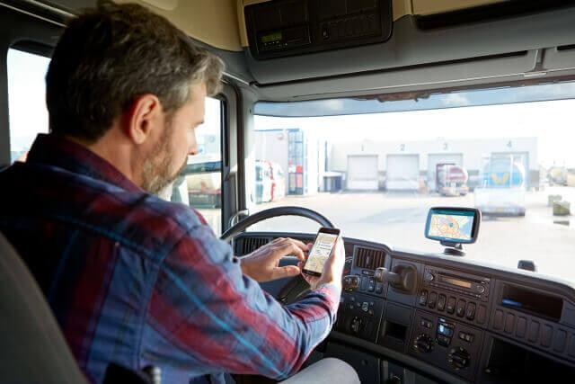 Camionero ejerciendo su trabajo