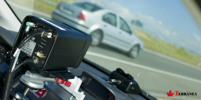 Radares en coches privados vigilarán las carreteras francesas