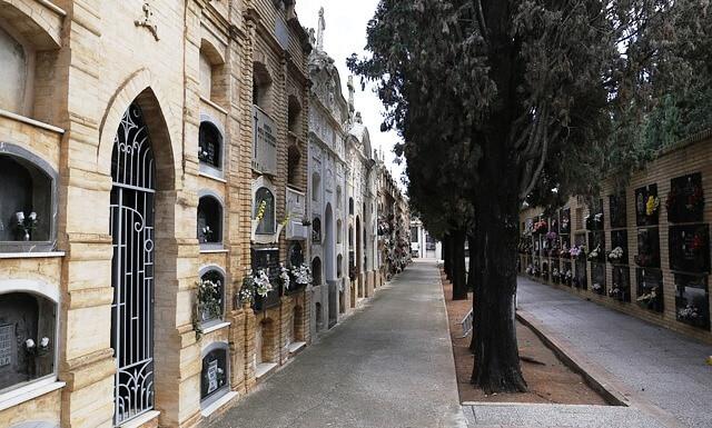 columbarios y nichos para cenizas en cementerio