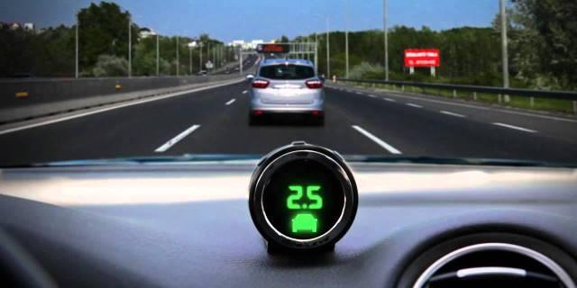 conducción autónoma mobileye y volkswagen imagen de coche en carretera