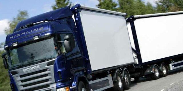 FENADISMER quiere PROHIBIR CONTRATAR POR DEBAJO DE COSTES: camión SCANIA circulando por carretera