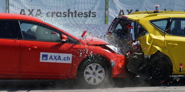 accidente de tráfico (coches chocando)