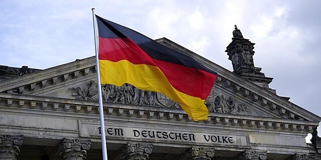 bandera de alemania en berlin