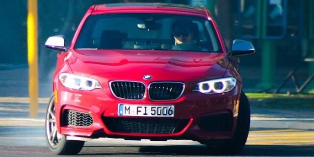 Aumentan las matriculaciones: coche bmw rojo nuevo