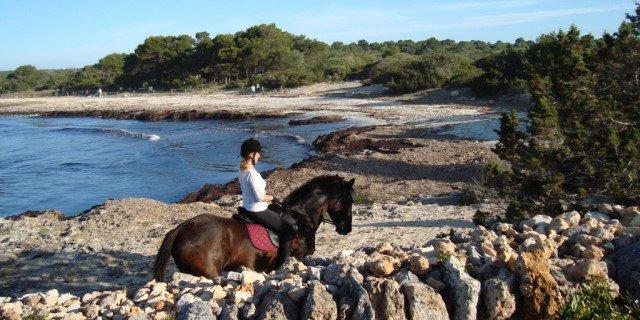 El Camí de Cavalls es una de las rutas imprescindibles de visitar a caballo (Foto: Rutas Ecuestres).