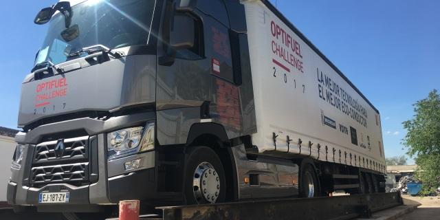 Camión de mercancías transportadas
