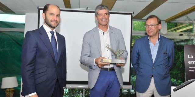 Entrega del Premio AMBE a Liberty Seguros por el fomento uso de la bicicleta