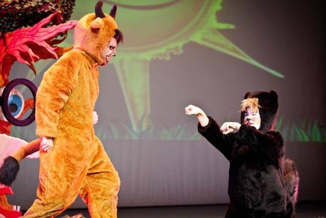 Representacion obra de teatro de Marsillach patrocinada por Helvetia