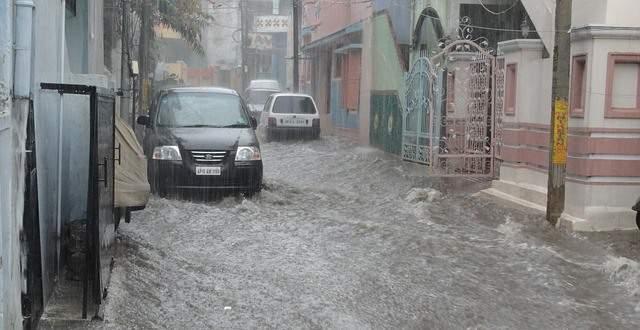 Calle inundada por una tempestad