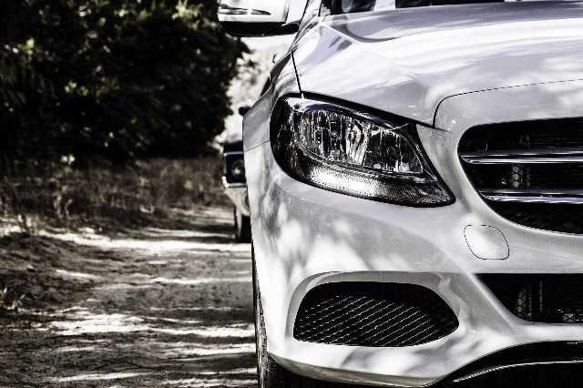 Parte delantera de un coche