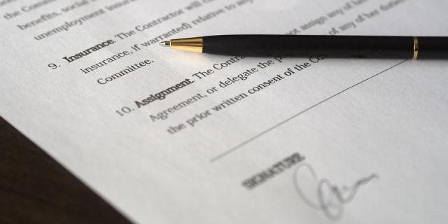 Documento firmado por un cliente con su aseguradora