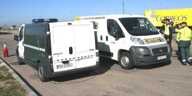 Una de las inspecciones de las autoridades a vehículos comerciales en las carreteras españolas
