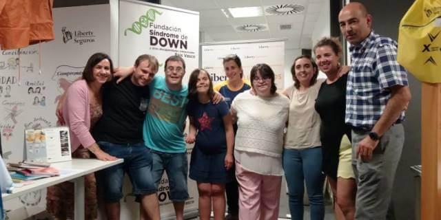 Fundación Down con los empleados de Liberty voluntarios