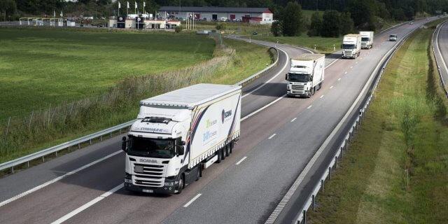 Camiones pesados circulando por Francia, donde se enfrentarán a la nueva ecotasa de Macron