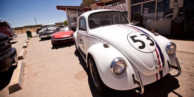 Herbie es uno de los coches clásicos con inteligencia propia que aparece en múltiples películas de Disney.
