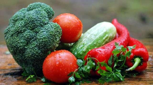 Varias verduras y vegetales.