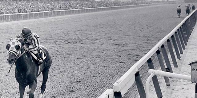 La victoria historia en Belmont Stakes de Secretariat.
