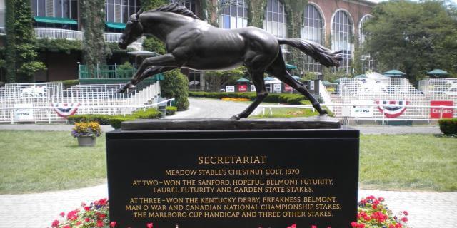 Estatua representativa del hipódromo de Belmont.