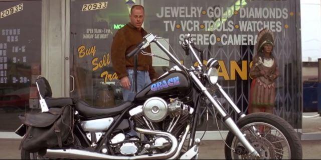 Escena de 'Pulp Fiction' donde aparece la Harley Davidson FXR Super Glide