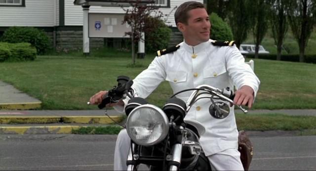 Richard Gare tiene el papel protagonista en 'Oficial y caballero'.