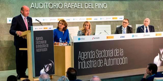 Luís de Guindos, presentando la Agenda Sectorial de la Automoción. La reducción de los costes en el transporte es clave para que se pueda llevar a cabo.