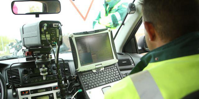 La Guardia Civil de tráfico está poniendo multas a los transportistas cuyos seguros no aparezcan en el FIVA.