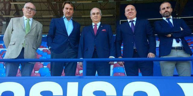 El presidente del Levante UD con los representantes de ASISA en la renovación