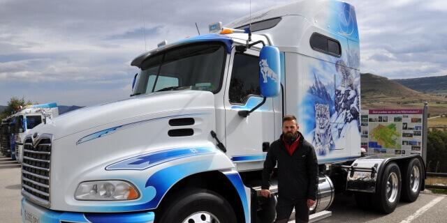 Transportista autónomo con su camión