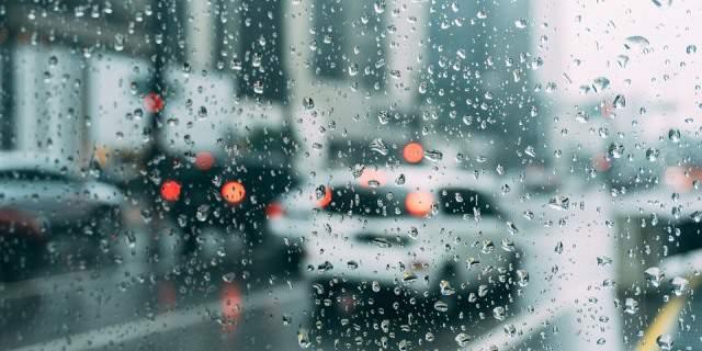 Conducir con lluvia puede ser peligroso si no sigues determinados consejos.