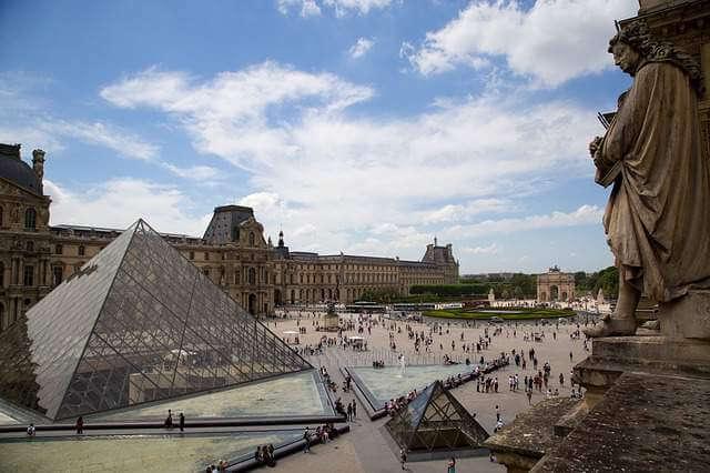 El Museo del Louvre, en París