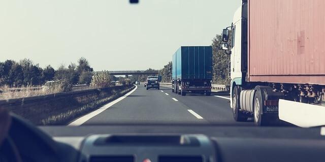 Vehículos comerciales en carretera