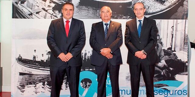 El presidente de Murimar, Francisco Freire (centro); el director general, José Luis López Hernández (izqda); y el subdirector general, César Muñoz (dcha.).