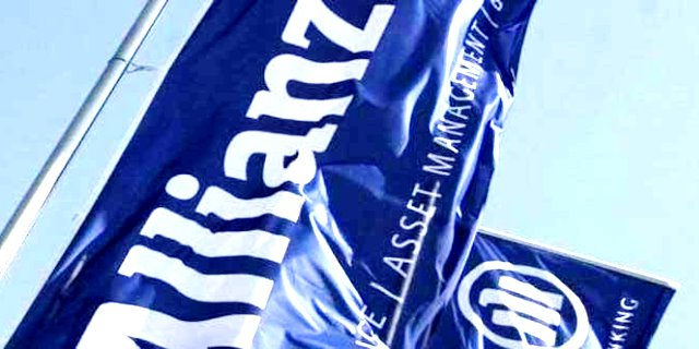 banderolas de Allianz, la última aseguradora en trasladar su sede por el conflicto catalán