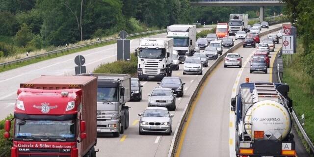 Transporte de mercancías en carretera con mucho tráfico