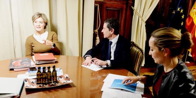 ANFAC dialogando con la Ministra Garcia Tejerina sobre la Ley de Cambio Climático