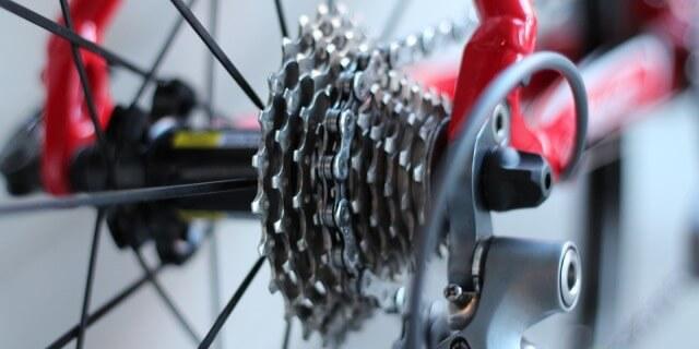 Piñones de una bicicleta de montaña.