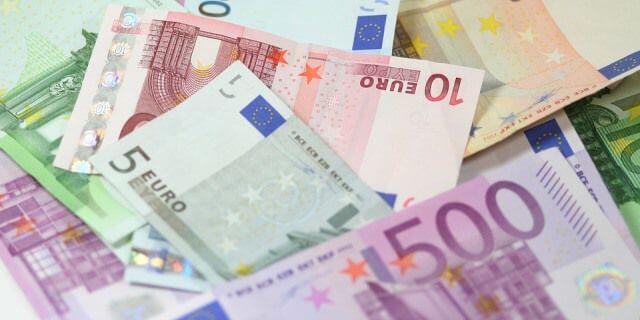 Más de 1.000 euros en billetes.