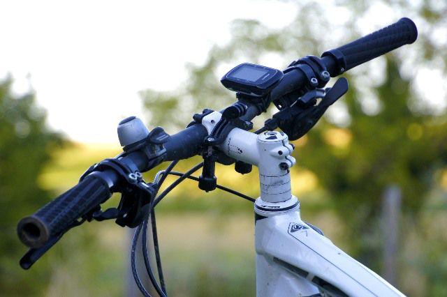 GPS en un manillar de bicicleta