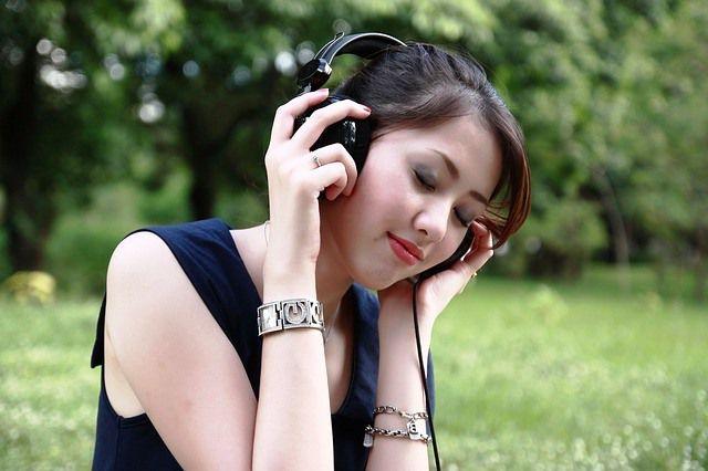 Escuchar música nos ayudará a relajarnos.
