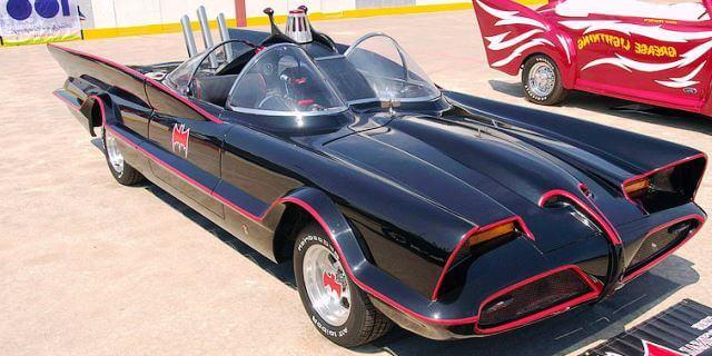 Batmovil de 1966 ideado por George Barris para la serie de Adam West