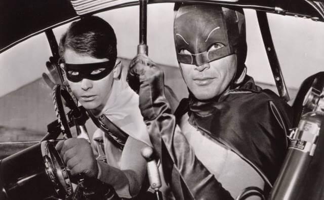 batman serie de los 60 en el batimovil