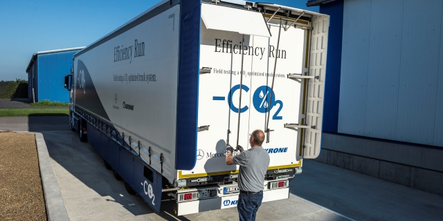 Uno de los cargadores en un camión