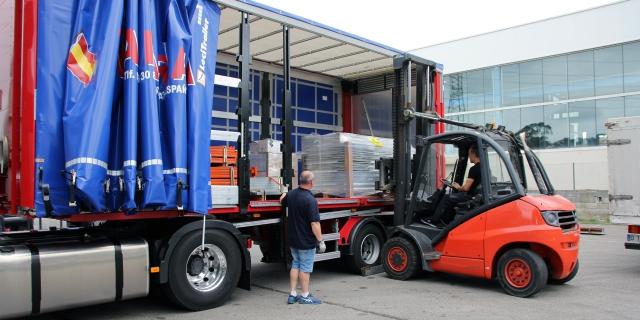 Autónomos cargando camión