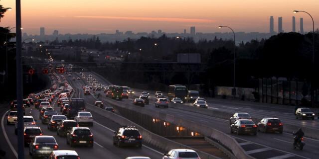 ciudad con restricciones de tráfico por alta contaminación