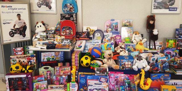 Inmaculada Prieto, agente de Allianz en Lepe (Andalucía), fue la voluntaria de España que más juguetes consiguió en la recogida solidaria