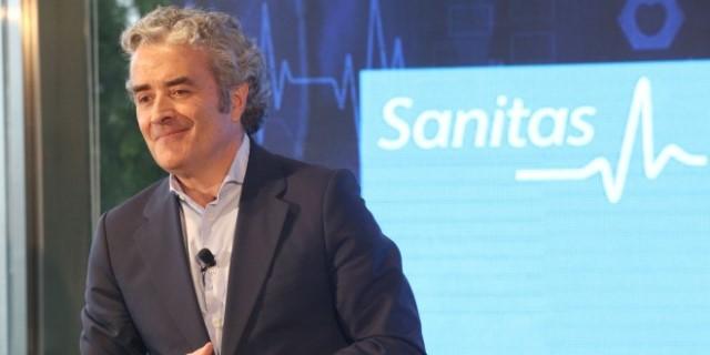 CEO de Sanitas presentando los resultados y el récord de ingresos registrado durante el último ejercicio
