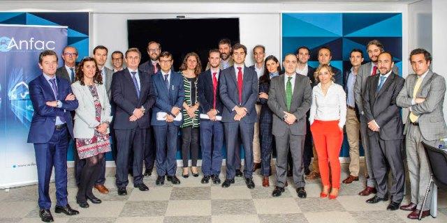 Los fabricantes de vehículos asociados en ANFAC crean un comité de trabajo para fomentar el progreso de la movilidad alternativa y los coches eléctricos